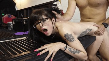bangroadside-isabel-moon-gets-a-lesson-in-getting-used-by-cock-03-12-2019_1552450551