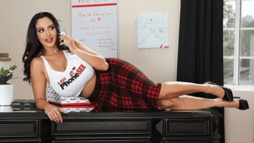 brazzersexxtra-ava-addams-the-package-03-26-2019_1553659737