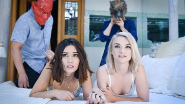 daughterswap-aria-lee-stevie-grey-scary-movies-and-swapping-daughters-09-11-2018_1536812275