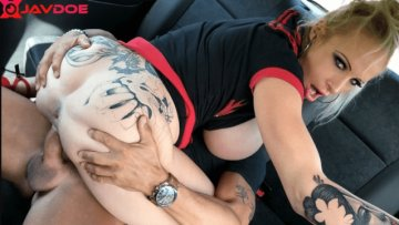 faketaxi-sophie-anderson-busty-dirty-talking-squirting-milf-22-08-2018_1535011720