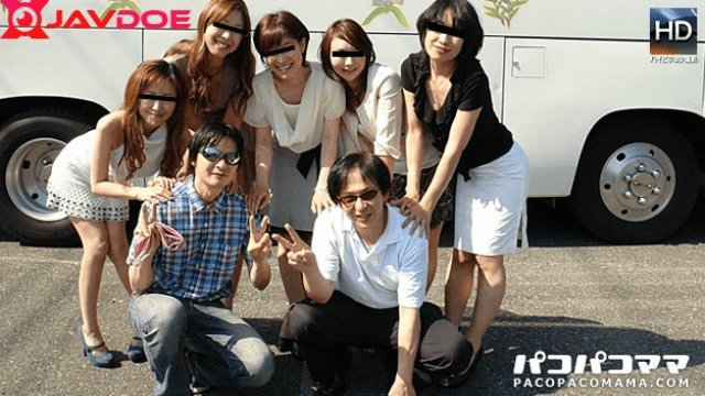 Pacopacomama 081012_712 Pacopako Bus Tour Adult women with great customers toy gang .Part1
