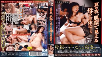 starparadise-ruko-010-in-the-summer-night-on-the-body-of-the-mother-looking-at-her-skin_1532572689